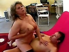 Chubby mature fucks n gets creampie
