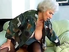 Dirty granny comes hard dickriding
