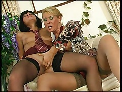 Bridget&Sheila pussylicking mom on video